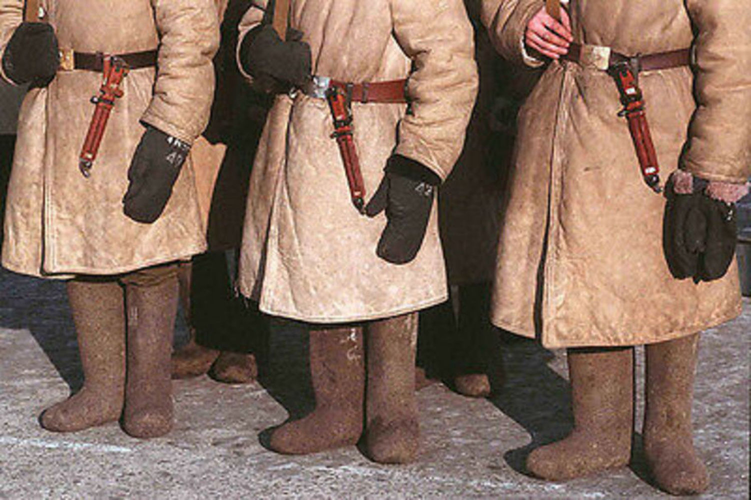 Soviet russian army standard winter felt boots valenki.thumb